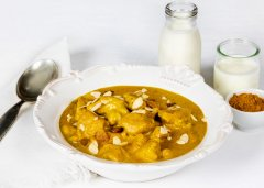 Chicken Cubes with Yogurt and Curry Sauce